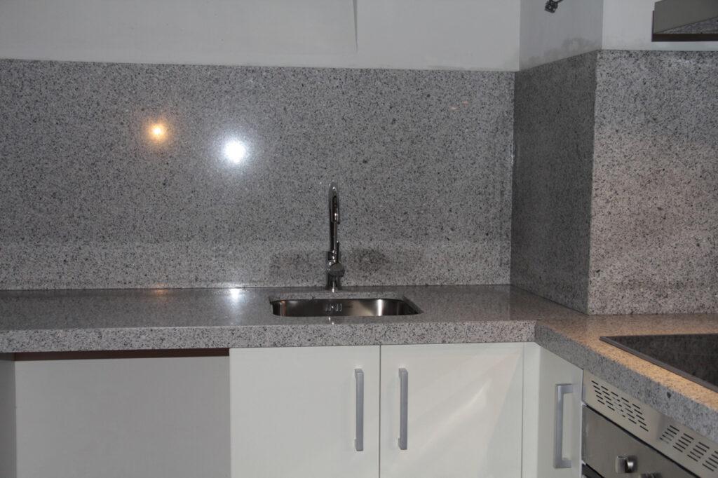 Granito para un espacio r stico rubio reneses - Encimeras de cristal ...